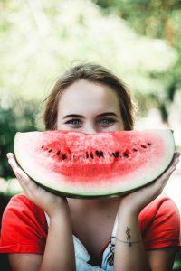 femme-sourire-pastèque